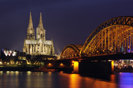 Germany, North Rhine-Westphalia, Cologne, view to lighted Hohenzollern Bridge and Cologne Cathedral by night LANG_EVOIMAGES