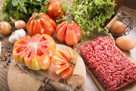 Ingredients for filled beefsteak tomato, Low Carb