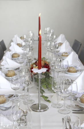 Festive decorated table LANG_EVOIMAGES
