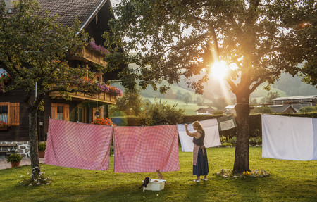 Austria, Radstadt, Farm, Female farmer hangs the washing on the line LANG_EVOIMAGES