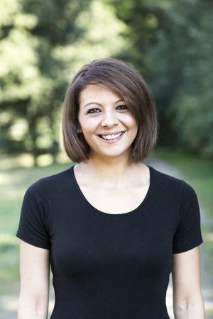 Portrait of smiling woman LANG_EVOIMAGES