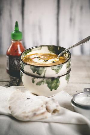 Spicy carrot soup with naan bread and pistachio yoghurt LANG_EVOIMAGES
