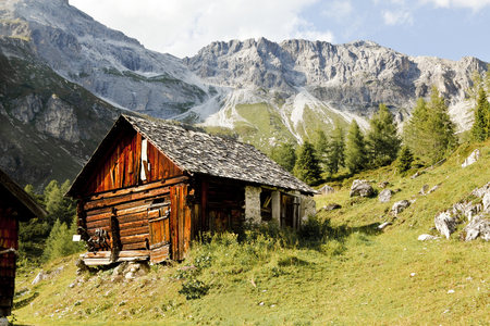 Austria, Lungau, wooden hut and mountains LANG_EVOIMAGES