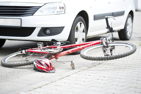 Car crash with bicycle LANG_EVOIMAGES
