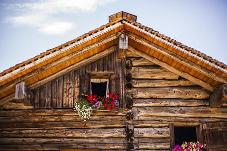 Austria, Gosau, wooden house with flower box LANG_EVOIMAGES