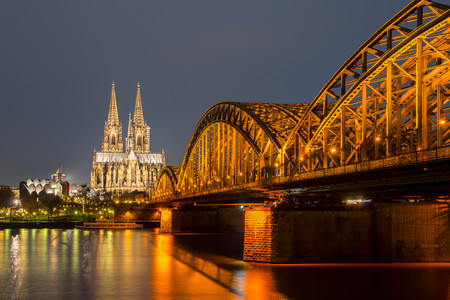 Germany, North Rhine-Westphalia, Cologne, lighted Cologne cathredral and Hohenzollern Bridge by night