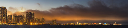 Usa, Illinois, Chicago, Skyline With Lake Michigan At Dusk LANG_EVOIMAGES