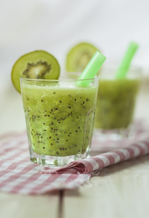 Kiwi Spritzer With Apple Cider
