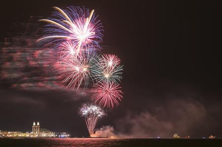 Usa, Illinois, Chicago, Fireworks At Navy Pier At Lake Michigan LANG_EVOIMAGES