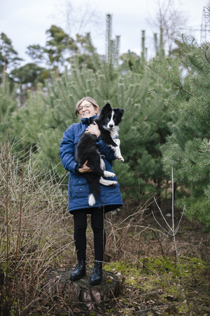 Germany, Woman With Border Collie LANG_EVOIMAGES