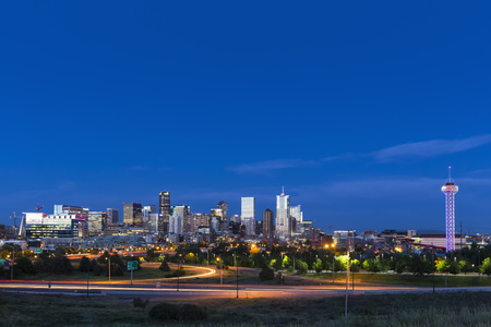Usa, Colorado, Denver, Cityscape And Interstate Highway In The Evening LANG_EVOIMAGES