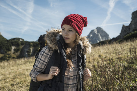 Austria, Tyrol, Tannheimer Tal, young woman on hiking trip LANG_EVOIMAGES