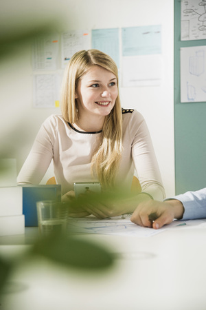 Young woman in a business meeting LANG_EVOIMAGES