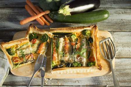 Sliced vegetarian quiche with different vegetables LANG_EVOIMAGES