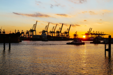 Germany, Hamburg, harbour, cranes at Elbe river at sunset LANG_EVOIMAGES