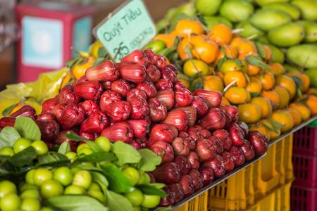 Vietnam, Da Lat, pink apples on market LANG_EVOIMAGES