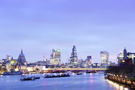UK, London, skyline with River Thames at dawn LANG_EVOIMAGES