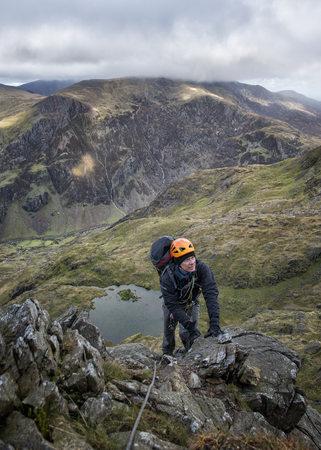UK, North Wales, Snowdonia, Cwm Glas, Garnedd Ugain, Clogwyn y Parson, mountaineer