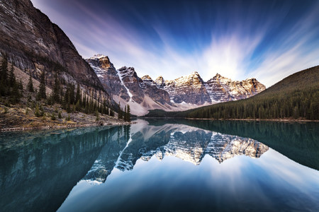Canada, Alberta, Banff National Park, Moraine Lake LANG_EVOIMAGES