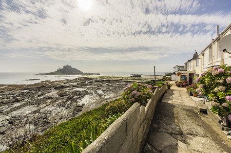 UK, Cornwall, Marazion with St. Michaels Mount in background LANG_EVOIMAGES