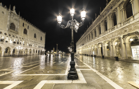 Italy, Venice, deserted St Marks Square at night LANG_EVOIMAGES