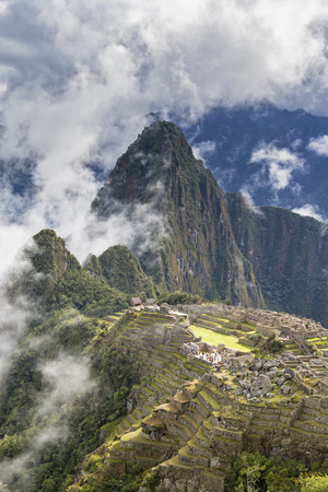 Peru, Andes, Urubamba Valley, clouds and fog above Machu Picchu with mountain Huayna Picchu