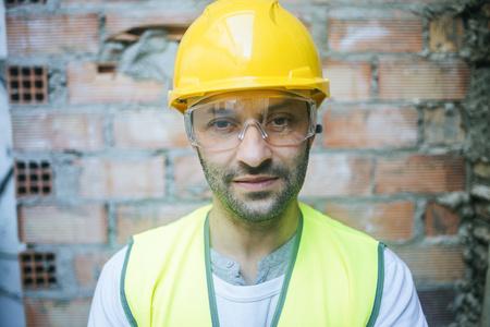 Portrait of confident construction worker LANG_EVOIMAGES