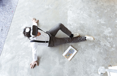 Architect using Virtual Reality Glasses at construction site LANG_EVOIMAGES