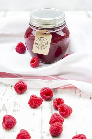 Jar of raspberry jam and raspberries LANG_EVOIMAGES