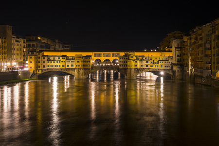 Italy, Florence, Ponte Vecchio by night LANG_EVOIMAGES