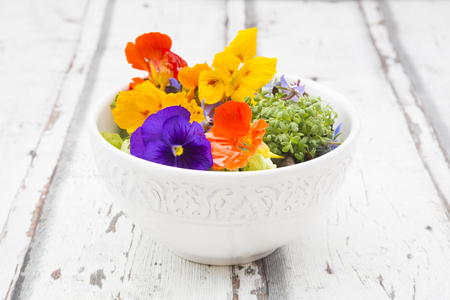 Bowl of leaf salad with various edible flowers LANG_EVOIMAGES