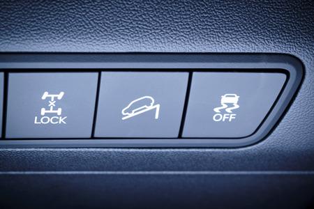 Fahrzeug, Auto-Innen - Fragment Feld-Übersicht, alle Räder, Allrad, 4WD Antrieb Schaltflächen und andere Sicherheitssysteme Schalttasten Standard-Bild