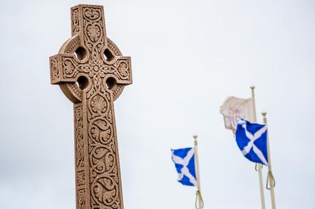 Old style keltisches Kreuz mit sichtbaren nationalen Flaggen von Schottland - St Andrew