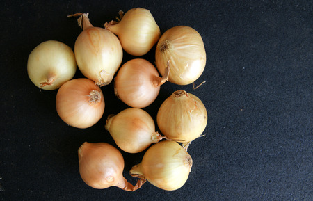 usually: Bulbs usually 2-4 cm in diameter with golden papery skin and white fleshy layers within, in true pearl onion  Allium porrum var  sectivum  which has single bulb like garlic, used for pickling, salads, stirfries Stock Photo
