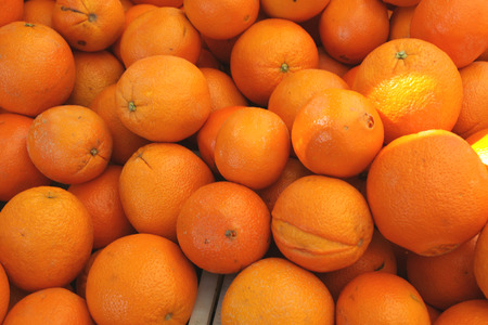 citrus  sinensis: Cara Cara orange, Citrus sinensis  Cara Cara , a cultivar of navel orange with red flesh, hybrid between Washington navel and the Brazilian Bahia navel, having typical navel at one end, sweet juice with a taste of many fruits  Stock Photo