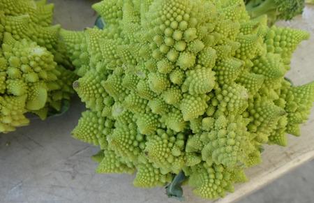 nutrientes: Br�coli romanesco, coliflor romanesco, un alimento fractal intermedio entre la coliflor y el br�coli con dise�os auto repetici�n de peque�os conos, adem�s de una novedad rica en nutrientes y sabor delicado