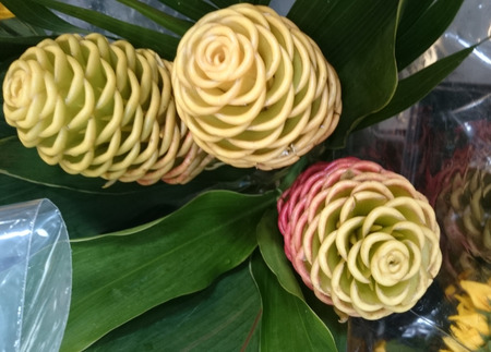 tapering: Zingiber spectabile, Beehive ginger, Malaysian ginger, perennial herb with green tapering leaves and yellow spike, often tinged red, with bracts open above giving appearance of beehive