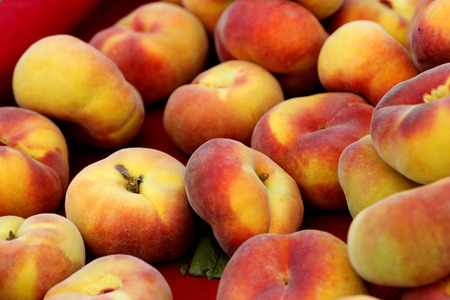 flattened: Prunus persica Donut, Donut peach, Flat peach, peach cultivar with flattened fruits usually produced in clusters, white flavorful sweet flesh