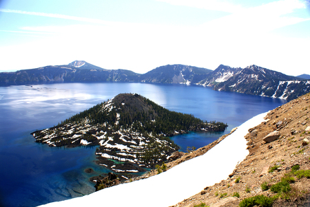 western state: Crater lake, Crater Lake National Park, Caldera lake in Western United states in Oregon state. Deepest lake in USA with depth of 592 m, filled by rain and snow water