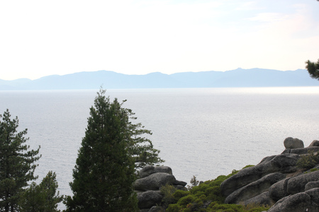 Lake Tahoe, distributed between Nevada and California, one of the largest and deepest lakes in USA, with popular spots for water and hiking activities.