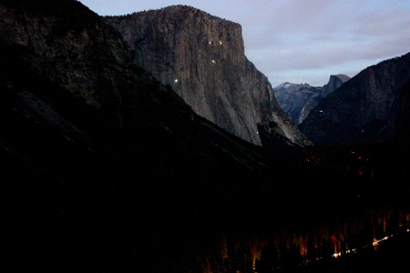 Early night view of peaks from Tunnel view, Yosemite National Park, California, with traffic lights, camping sites and mountaineers climbing on rocks mainly El Capitan on left. 스톡 콘텐츠 - 92465437