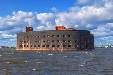 Fort Emperor Alexander I. Plague Fort in the gulf of Finland of the Baltic sea. Sea fortress in Kronstadt, South fairway. Imagens