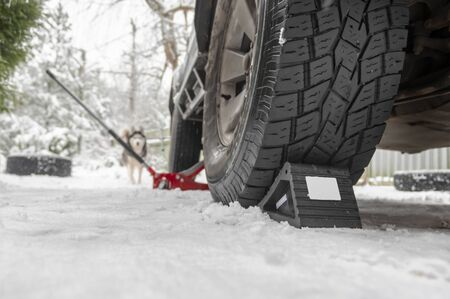 Rubber Wheel Chock, compact anti-rollback stop under the wheel of the car on the snow. Wheel Chocks anti-skid Vehicle Wheel. Chock Stop Blocks for Car Wheel Stoppers.