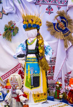 Fair of folk art dolls motanka village Petrikovka Dnipropetrovsk region Ukraine 09/15/2018 Banco de Imagens