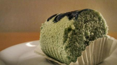 Butterfly pea cake. 版權商用圖片