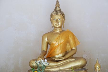 パトン プーケットのタイ仏教の小さな男高像