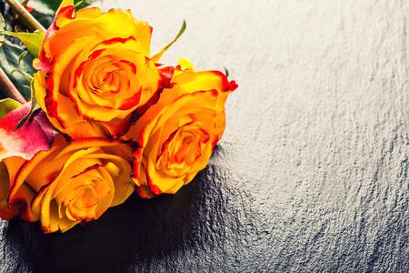 yellow roses: Rose. La naranja se levant�. Rosa amarilla. Varias rosas de color naranja sobre fondo Granito Foto de archivo