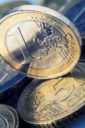 Monnaies en euro. L'argent Euro. Currency.Coins Euro empilés les uns sur les autres dans des positions différentes. Money concept Banque d'images - 40591397