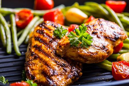 Poitrine de poulet grillée dans différentes variations Banque d'images - 46814171