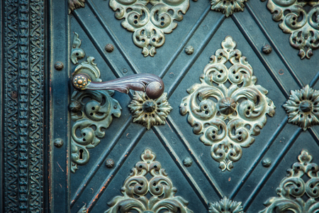 r�p�titif: Vintage ancient background. Rustic ancient doors pattern medieval repetitive ornaments